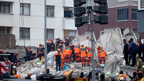 Çöken binada ölü sayısı 17'ye yükseldi