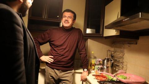 Nihat Zeybekci öğrenci evinde menemen yaptı