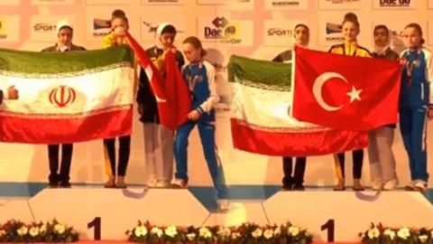 Kendi bayrağını Türk bayrağının önünde açmak isteyince...