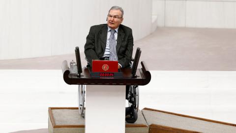 Deniz Baykal Meclis Genel Kurulu'nda yemin etti!