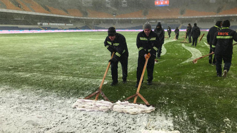 Başakşehir - Bursaspor maçı ertelendi