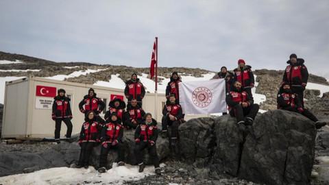 Bakan Varank'tan müjde: Antarktika'da geçici bilim üssümüzü kurduk