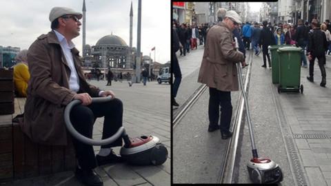 Elektrikli süpürgesini aldı Taksim'e çıktı!