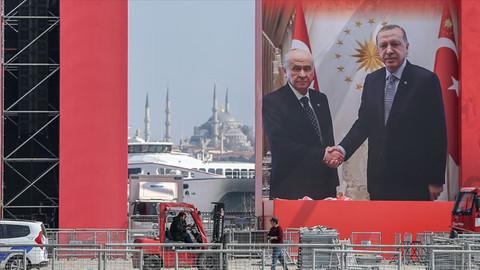 İstanbullular Yenikapı Meydanı'na akın ediyor