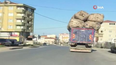 Aşırı yüklü kamyon böyle görüntülendi