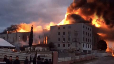 Kocaeli'de bulunan sünger fabrikasında yangın çıktı