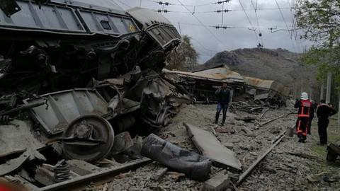 Malatya'da tren devrildi