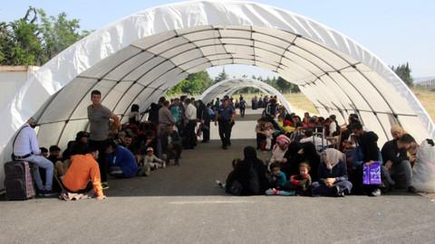 Suriyeliler, bayramı ülkelerinden geçirmek için gidiyor