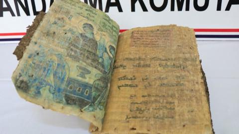 Diyarbakır'da dini motifli kitap ele geçirildi