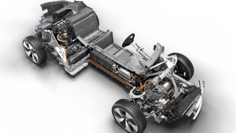 BMW İ8'İN PLUG-İN-HYBRİD MOTORU  5. KEZ YILIN MOTORU SEÇİLDİ