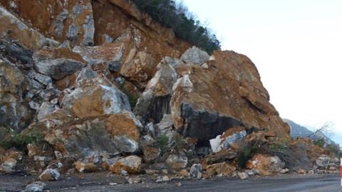 İzmir-Manisa kara yolu kapandı