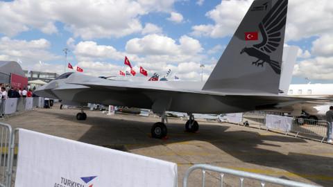 Milli savaş uçağı ilk kez Paris'te görücüye çıktı