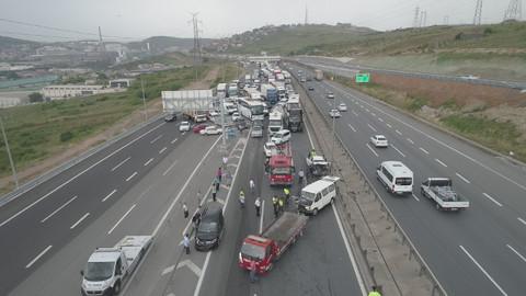 TEM'de zincirleme kaza nedeniyle trafik durdu