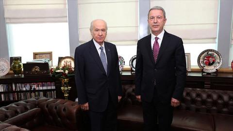 Bakan Akar, Bahçeli'yi ziyaret etti: Savunma ve güvenlik konusunda bilgiler sunduk