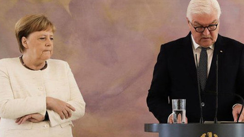Merkel yine kameralar karşısında titredi!