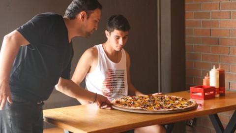 Pizzayı bitirene çeyrek altın!