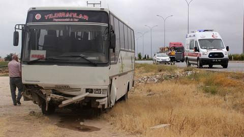 Karaman'da işçi servisi devrildi