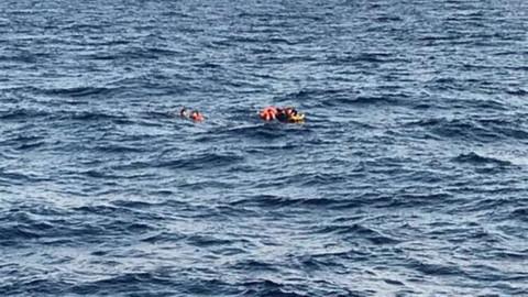 Göçmenleri taşıyan bot battı: Kayıp bebek aranıyor