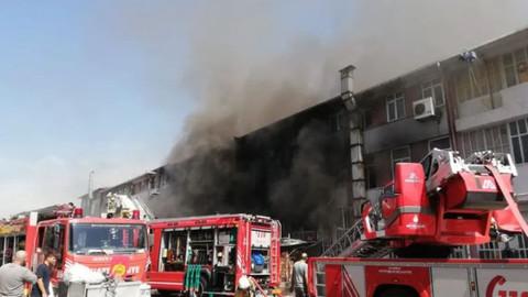 Başakşehir'de plastik fabrikasında yangın!