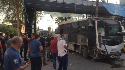Adana'da çevik kuvvet aracının geçişi sırasında patlama