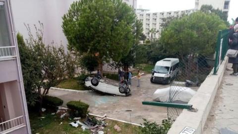 Aydın'da otomobil site bahçesine uçtu!