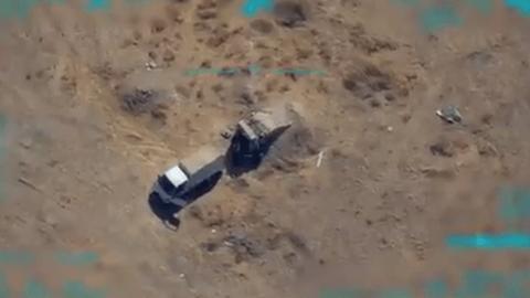 YPG'lilere ait mühimmat ikmali yapan kamyonet böyle imha edildi.