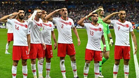UEFA'nın en iyi 11'inde iki Türk oyuncu yer aldı