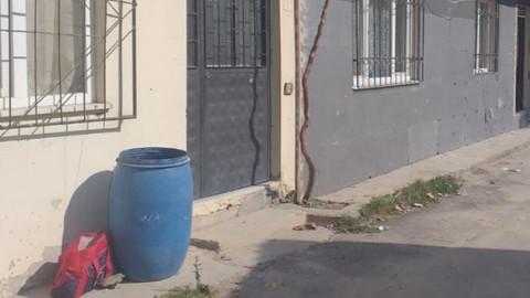 Yeni doğmuş bebeği çöpün yanına bıraktılar