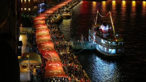 İzmir'de 350 metre uzunluğunda Türk bayrağı