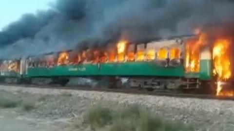 Pakistan tren yangını!
