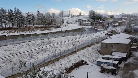 Erzurum'da halk güne kar ile uyandı