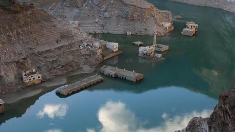 Su seviyesi düşünce köy ortaya çıktı