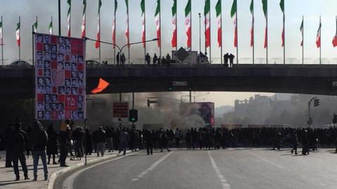 İran'daki gösterilerde kan aktı