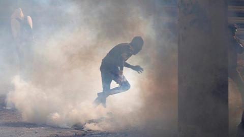 Protestocular valilik binasını ateşe verdi