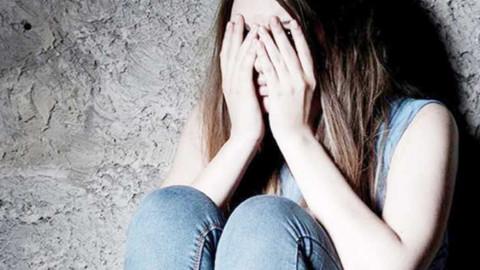 Baba ve oğlu 10 yıl boyunca genç kızlara tecavüz etti