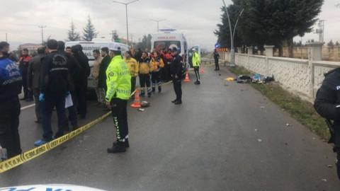 Alkollü sürücü durağa daldı: 3 kişi hayatını kaybetti