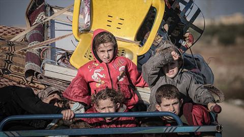 İdlib'de son 2 günde 25 bin sivil Türkiye sınırı yakınlarına göç etti