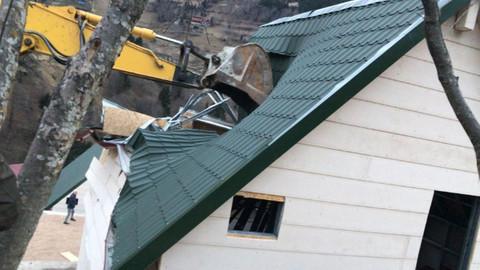 Uzungöl'de kaçak yapıların yıkımına başlandı!
