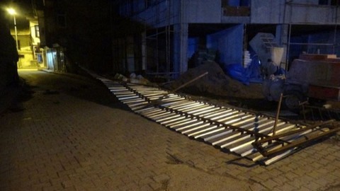 Tokat'ta şiddetli fırtına ağaçları devirdi