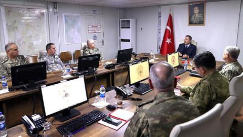Bakan Akar ve TSK'nın komuta kademesinden toplantı