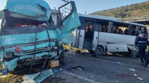 İzmir'de kaza: 4 kişi öldü