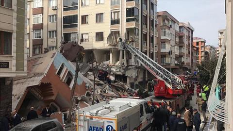 İstanbul Bahçelievler'de bir bina çöktü