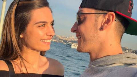Mesut Özil ve Amine Gülşe çiftinden güzel haber