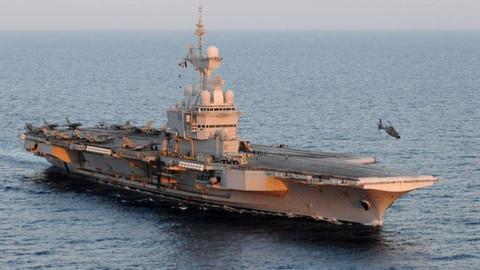 Fransa'dan savaş gemisi, ABD'den üs