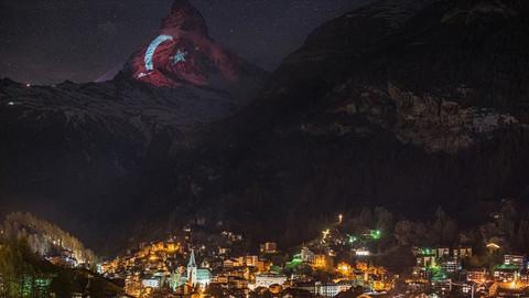 İsviçre Alpleri'nin zirvesine Türk bayrağı