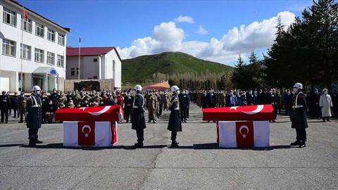 Bitlis'te şehit olan iki asker son yolculuklarına uğurlandı