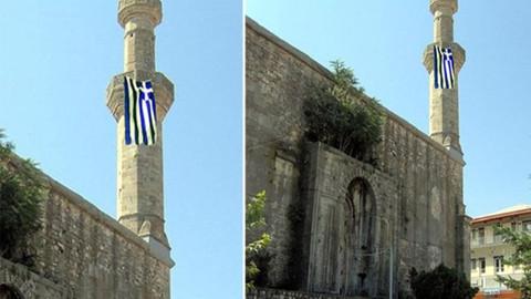 Dimetoka'daki tarihi caminin minaresi…  Yunan bayrağı astılar!