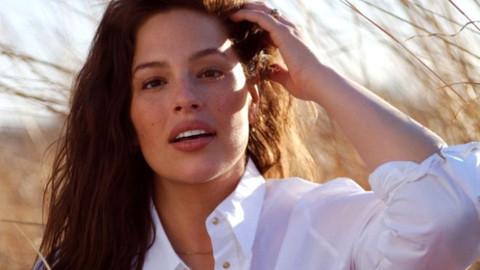 'New York'un yarısıyla yattım' diyen büyük beden model Ashley Graham, oğlunu emzirirken poz verdi