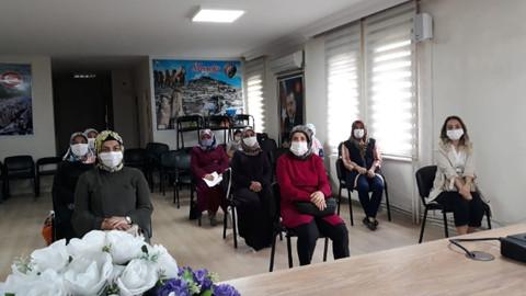 AK Parti'li kadınlardan sokak hayvanlarına su ve mama