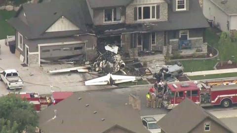ABD'DE uçak evin üstüne düştü